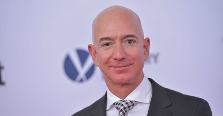 105178315-Jeff_Bezos_close_up.1910x1000